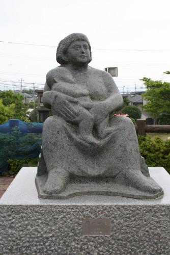 32 《 母と子 》 平井一嘉氏